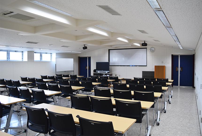 枚方市 総合福祉センター : 講座室